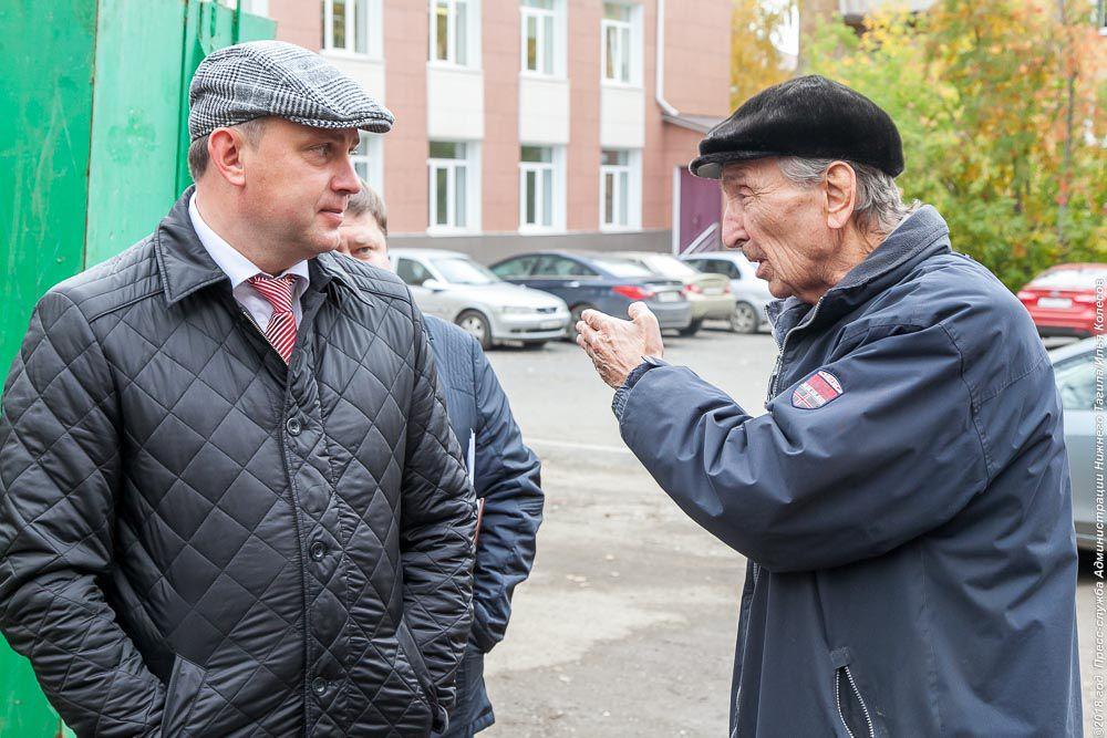 Глава Нижнего Тагила Владислав Пинаев (слева)